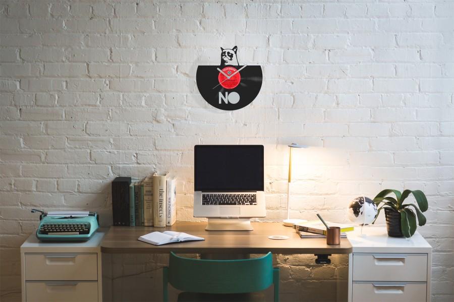 Grumpy Cat laikrodis iš perdirbtos vinilinės plokštelės