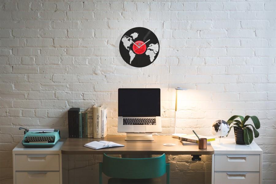 World laikrodis iš perdirbtos vinilinės plokštelės